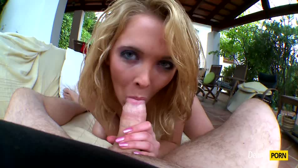 Cristal Rose gives a hot outdoor fuck to her lover on a sunny day